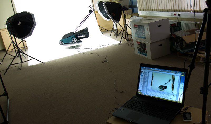 Zdjęcie podczas pracy w studio z platformą obrotową 360stopni